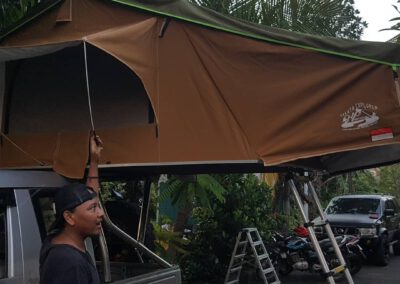 Tangga tenda mobil